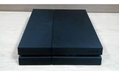 PS4 + 1 manette et 4 jeux - PlayStation 4 (PS4) on Aster Vender