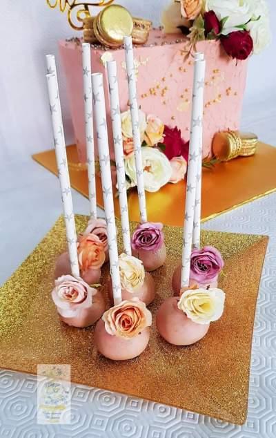 Customized cake pops  - Cake on Aster Vender
