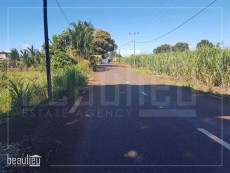 * 25. 5 Perches Residential land, Calebasse*