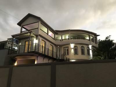 House + Studio  - House on Aster Vender