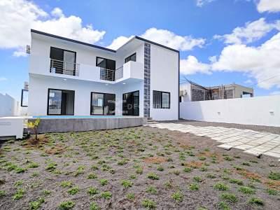 (Ref. MA7-571) Maison contemporaine avec jardin - House on Aster Vender
