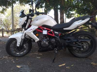 Benelli TNT 300 - Roadsters on Aster Vender