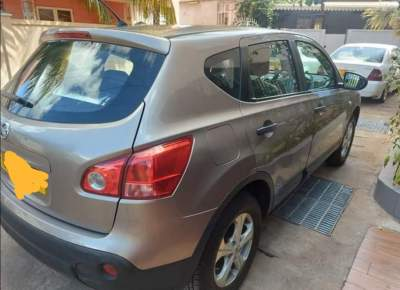 Nissan Qashquai  - SUV Cars on Aster Vender