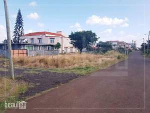 URGENT SALE : 7.5 perches Residential land, Baie Du Tombeau - Land on Aster Vender