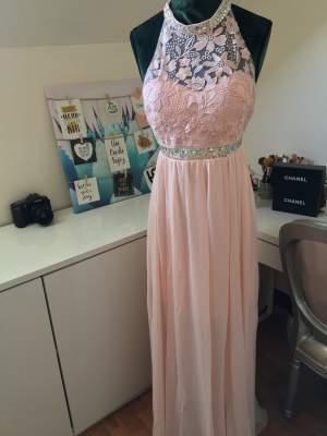 Evening dress / robe de soirée