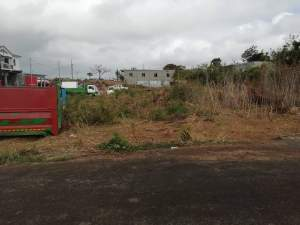 30 perches  land in B. Plateau, Cottage @ Rs 100,000/perche negotiable - Land on Aster Vender
