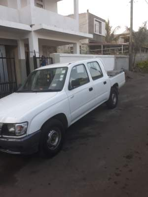 Toyota hilux - Pickup trucks (4x4 & 4x2) on Aster Vender