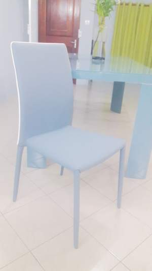 Glass top dining able with 6 chairs in semili cuir - Table & chair sets on Aster Vender