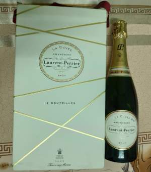 LAURENT PERRIER OR MOET & CHANDON - Drinks on Aster Vender