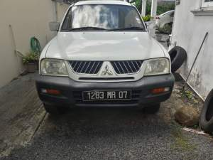 MITSUBISHI L200 DOUBLE CAB 4x4 MR07 - Pickup trucks (4x4 & 4x2) on Aster Vender