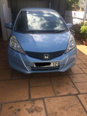 Honda Fit 2012 - Family Cars on Aster Vender