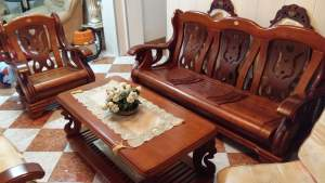 Set sofa 7 places en bois + table basse - Sofas couches on Aster Vender