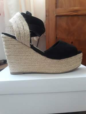Talon compensée noire taille 38 - Sandals on Aster Vender