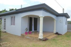 Albion location villa neuve 2 chambres climatisées  - House on Aster Vender