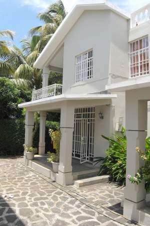 Flic en Flac location villa duplex 3 chambres climatisées non meublée  - Apartments on Aster Vender