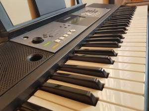SYNTHESIZER YAMAHA PSR E233 - Synthesizer on Aster Vender
