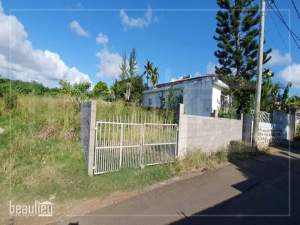 Residential land of 8.5 perches in Pamplemousses. - Land on Aster Vender