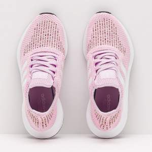 NEW Adidas Original Woman Swift Run