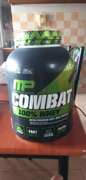 Musclepharm Combat 100% whey - Nutrition supplements on Aster Vender