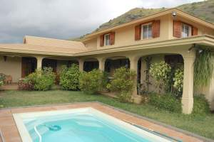 Tamarin for rent  family villa with pool and large garden