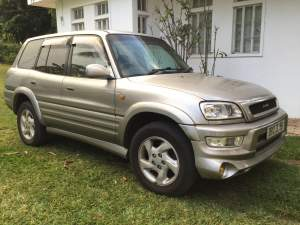 Toyota Rav 4 - Pickup trucks (4x4 & 4x2) on Aster Vender