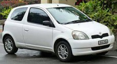 A louer TOYOTA VITZ 04. Automatic. - Compact cars on Aster Vender