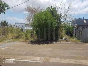 Residential land of 10 perches is for sale in Plaine Des Papayes - Land on Aster Vender