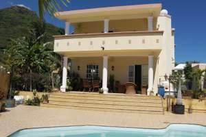 Villa 5 chambres dans quartier résidentiel et calme avec garage  - House on Aster Vender