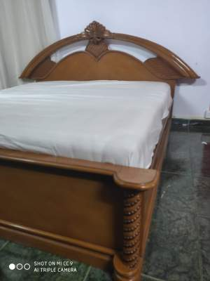 Teak king size bed - Bedroom Furnitures on Aster Vender
