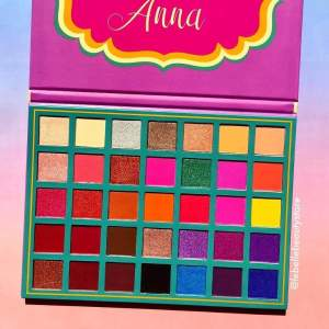 Anna creation  - Eye shadow on Aster Vender