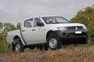 Mitsubishi Sportero 4x2 for sale - Pickup trucks (4x4 & 4x2) on Aster Vender