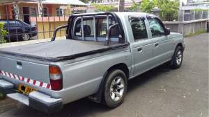 Mazda B2500 Yr 2001 - Pickup trucks (4x4 & 4x2) on Aster Vender