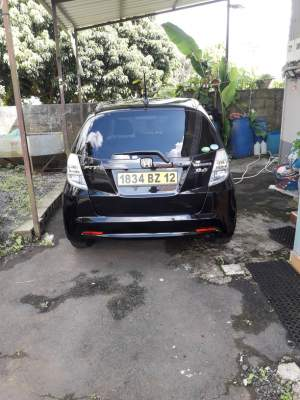 Honda fit hybrid she's edition - Compact cars on Aster Vender