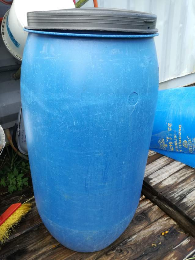 150 L Drum with lid - Plastic at AsterVender