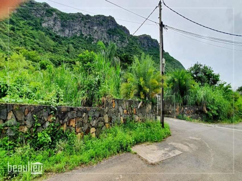 Residential land of 30 perches in Moka