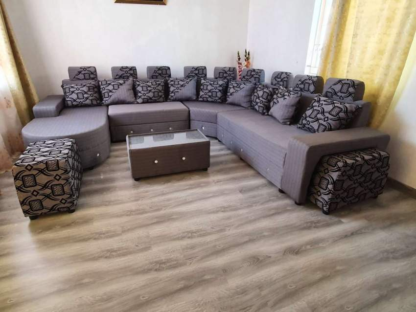 Full sofa set with table (price negotiable) - Living room sets at AsterVender