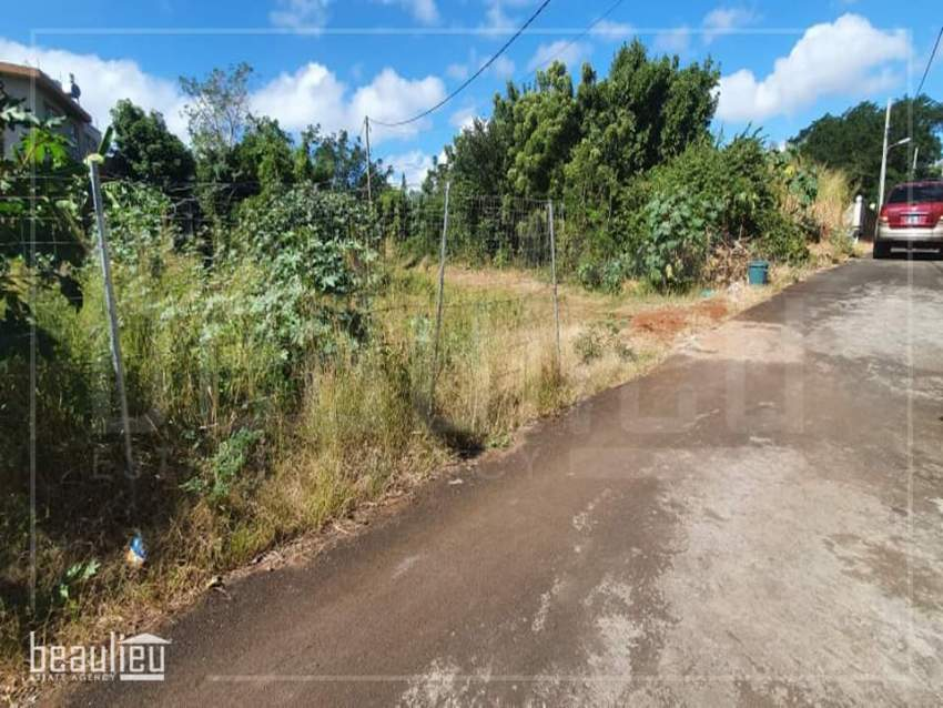 Residential land of 7 perches is for sale in Roche Terre