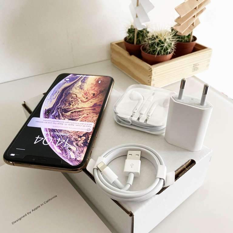 très sympa Iphone XS MAX 256 Go  garantie juin 2021