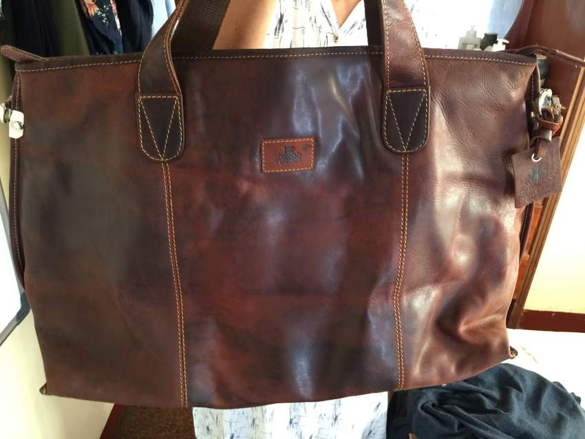 For sale gents leather holdall by ROWALLAN