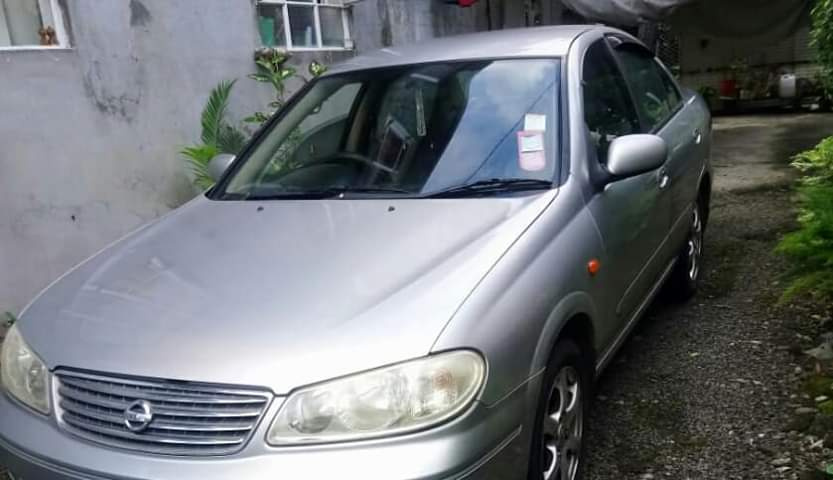 Nissan n17 - Manual (Good condition)