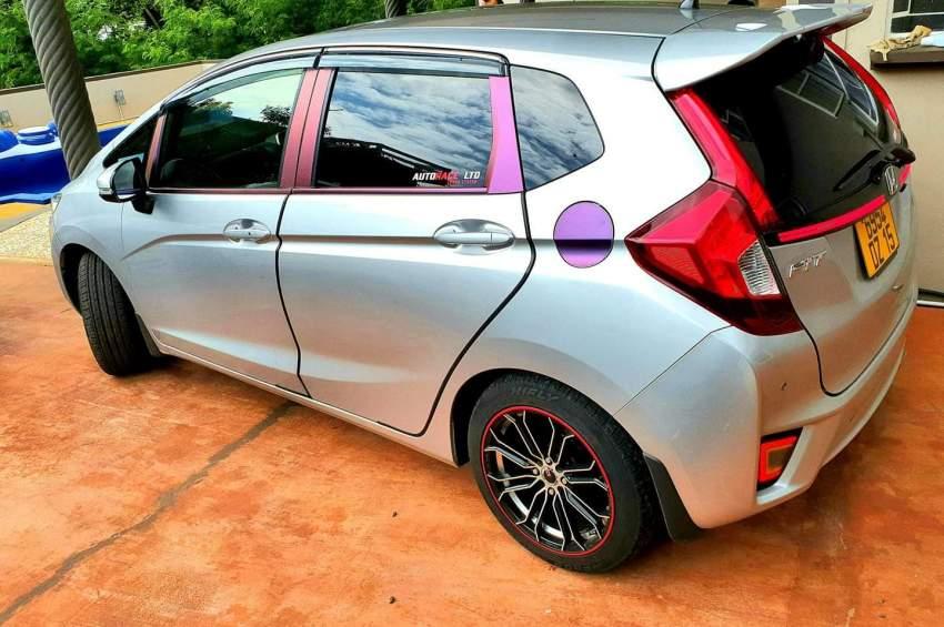 Honda fit DZ 2015