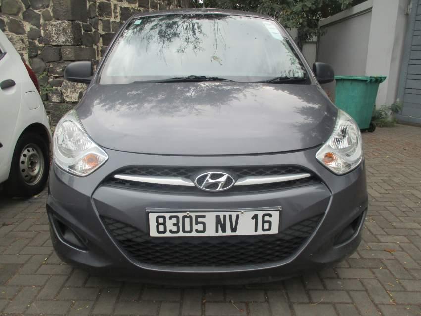 Hyundai i10 grey 2016