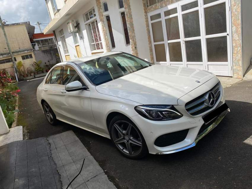 Mercedes Benz C180  - Luxury Cars at AsterVender