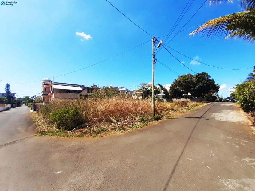 Lovely plot of land of 127.9 toise or 11.5 perches located in Pointe a