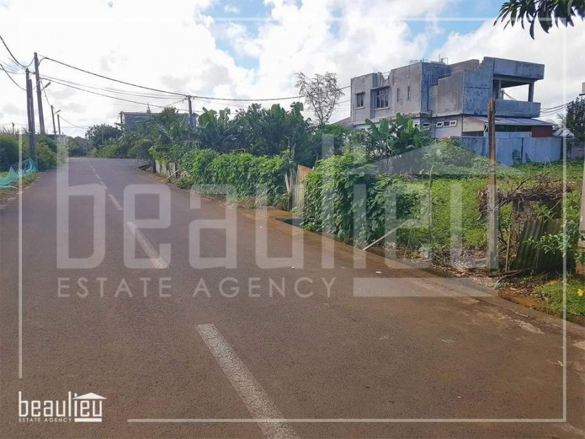 ** 12 Ps Residential land * *