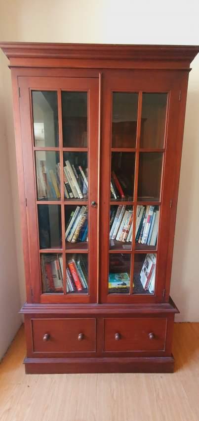 Bibliotheque en Sapelé