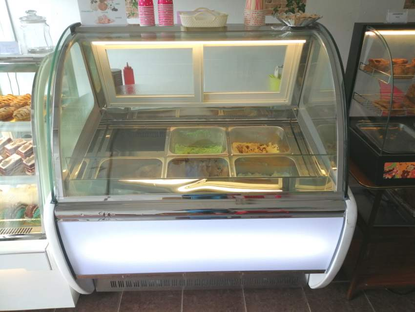 Display cabinet ice cream
