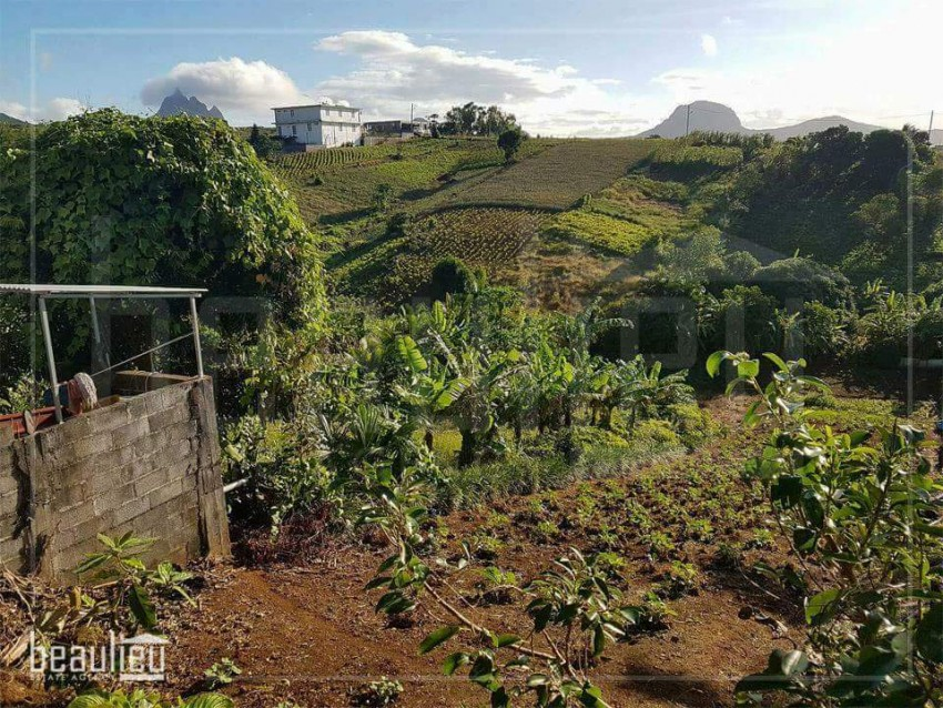 ** 24 Perches Residential land in Congomah* *