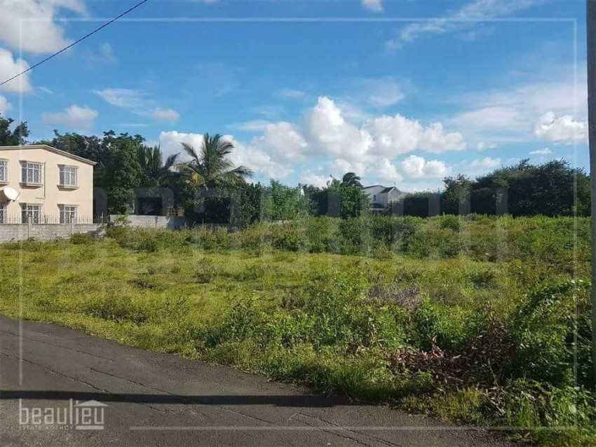* 50 Perches Residential land in Cap Malheureux  * *