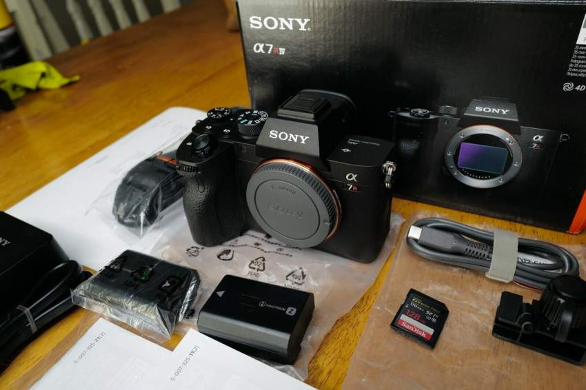 Sony A7R IV 35mm Full-Frame Camera with 61.0MP - Black 24-70 Gmaster L